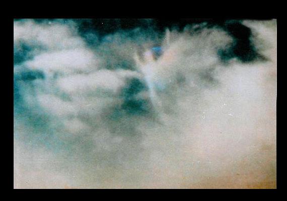 A felhőlény legendája több változatban is ismert. Az állítólagosan őt ábrázoló kép valószínűleg 1996-ban készült az Egyesült Államokban, egy vihar idején.