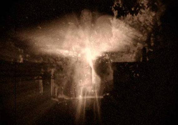 Danny Sullivan nevéhez fűződik az egyik leghíresebb angyalfotó, 1952-ből, az angliai Woodchesterből.