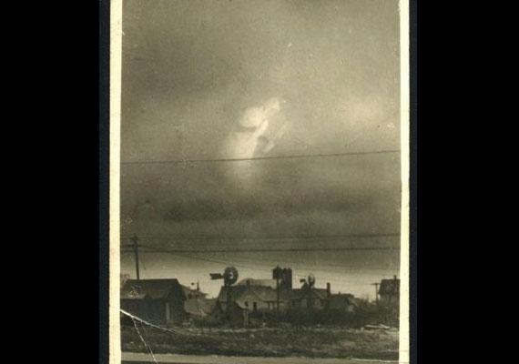 Erről a képről nagyjából annyit lehet tudni, ami a hátoldalára volt írva: 1916 Arthur Hutchens - 4 Wells Kansas.