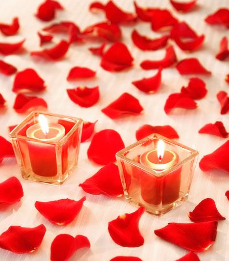 Piros gyertya  A piros gyertya a szerelmi varázslatok elengedhetetlen kelléke. Miközben meggyújtod a gyertyát, képzeld el magadban a számodra ideális szerelmet, és maradj ebben az érzésben addig, amíg leég a gyertya.  Kapcsolódó cikk: Képek! 7 kellék, ami nélkül nem működik a mágia »