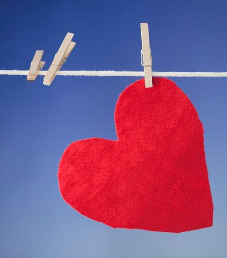 SzívÉvezredek óta jelképezi a szív forma a szerelmet. Szív alakot bármiből kivághatsz, és hordhatsz szív alakú ékszereket is!
