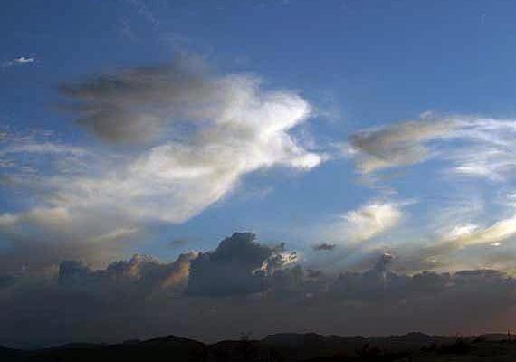 Olyan is előfordul, hogy az égi jelenség véletlenül kerül megörökítésre. Barbara Harris fotós csak utólag vette észre, hogy egy angyalt formáló felhőt fényképezett le.