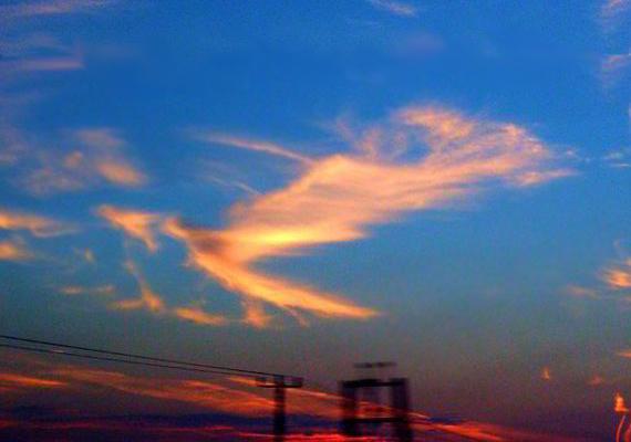 Toby Elles az eső után kitisztuló égen fotózta ezt az angyalt idéző felhőt, mégpedig - bár ez a fotón nem látszik - Stonehenge közelében, ami fokozza a kép különlegességét.