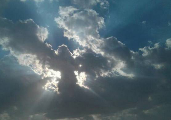 Különös egybeesés, hogy egy másik katona is készített már angyalfotót. Aaron Kressley afganisztáni szolgálata alatt fedezte fel az égen látható jelenséget, amelyet azonnal le is fotózott. Véletlen csupán, hogy a felhő ilyen formát öltött, vagy tényleg angyal lehetett?