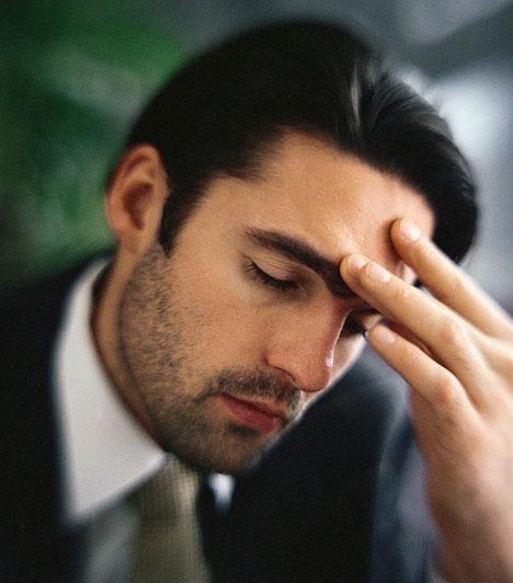 Homlok  A homlok formája utal az elülső agyi területek helyzetére és kiterjedésére, ezért mindig is nagy szerepet kapott, amikor valakinek a gondolkodásmódját akarták megérteni. Úgy tartják, minél nagyobb a homlok, annál többet gondolkodik valaki.  Kapcsolódó cikk: Hűséges típus? 8 jellemző vonás a férfi arcán »