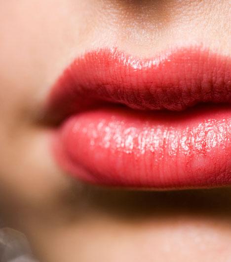 A száj  Szád formája és mérete arról árulkodik, hogy mennyire jól fejezed ki az érzelmeidet és a gondolataidat, és arra is lehet belőle következtetni, hogy a szavak vagy a gesztusok embere vagy-e.  Kapcsolódó cikk: Mutasd a szádat, megmondjuk, ki vagy!  »