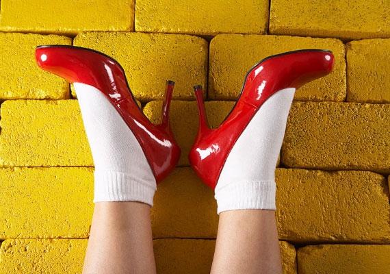 Ha kifordítva veszed fel a zoknid, csapás érhet - akár szó szerint.