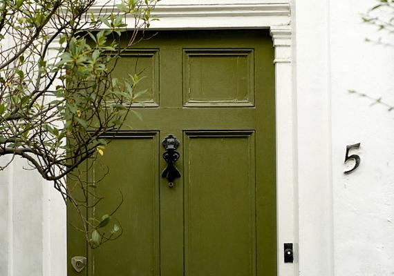 Ha az ajtótok keleti irányban van, akkor a fa az eleme, amely szerint a földszínek, a zöld és a barna hozhatnak nektek szerencsét.
