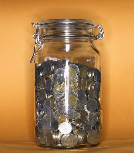 Pénzérmék  Legyenek bár ódon érmék vagy a régről megmaradt egyforintosok, a feng shui szerint nagyszerű bőségvonzó tárgyak. Tedd őket valamilyen edénybe, és várd a beköszönő jólétet!