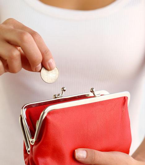 Piros pénztárcaA piros szín nemcsak nőies, de a gazdagság és fényűzés színe is. Ha ilyen színű pénztárcát veszel, az remek bőségvonzó tárgy lehet számodra.