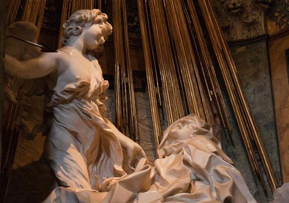 Nagy Szent Teréz az egyik legfontosabb női szent, a hagyomány szerint egy szeráf az isteni szeretet tüzes lándzsájával döfte át a szívét. Ez a jelenetet ábrázolja Bernini Szent Teréz exsztázisa című szobra, amely a római Santa Maria Vittoria-templomban látható.