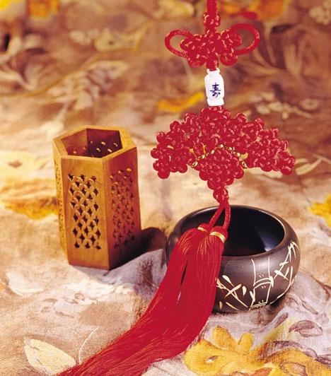 Bivaly  Ha Bivalyként láttad meg a napvilágot, a legjobb választás a vörös színű, kínai misztikus csomó. Függeszd fel ezt a szerelemsarokba, a halhatatlan, végtelen szerelem szimbólumaként.