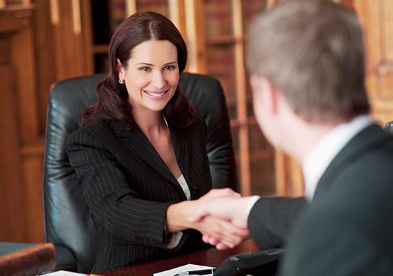 Sárkányként a felelősséggel járó szakmákban találhatod meg a helyed. A jog lehet jövedelmező számodra, például ügyvédként.