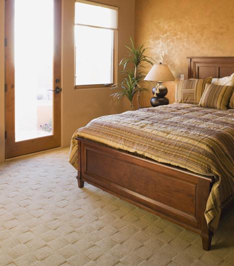 AjtóA legjobb, ha nem fekszel az ajtó vonalába, és nem is látsz rá. Ha ez nem megoldható, arra törekedj, hogy minél kevesebb átfedés legyen az ajtó és az ágy között.