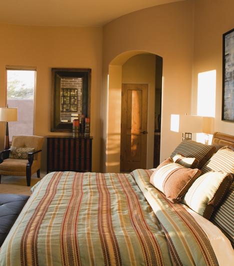 SzínekAzt mondják, a hálószoba színe ideálisan a bőr valamelyik árnyalata. Az ízlésedtől függ, hogy világosabb vagy sötétebb összeállításokat választasz, a pasztell rózsaszíntől a csokoládéig széles a paletta.Kapcsolódó cikk:8 tárgy a lakásban, ami új munkát vonz az életedbe »