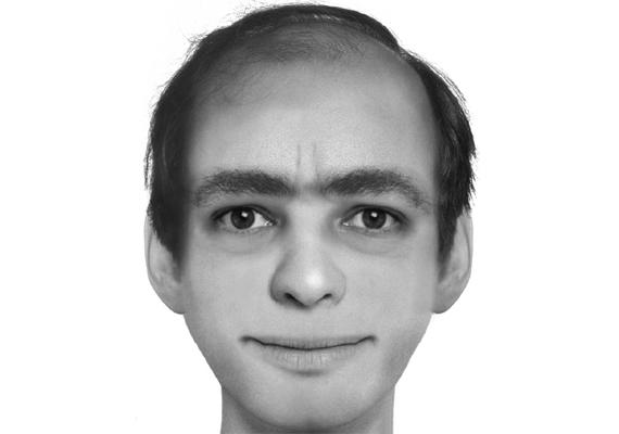 Íme, a fotóra hajazó kép. Az álomban szereplő férfi furcsa tekintetű, kopaszodó, bokros szemöldökű figura. Akárki legyen is ő, annyi biztos, ez az álompasi nem egy álompasi.