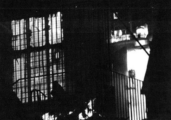1995. november 19-én leégett a londoni Wem Town Hall. Az egyik helyi lakos, Tony O'Rahilly úgy döntött, megörökíti az egész éjszaka tomboló tűzvész maradványait. Egyik fotóján egy kislány alakja vehető ki, akire a jelen lévő tűzoltók és helyiek egyáltalán nem emlékeztek. Egyes feltételezések szerint a lányka Jane Chrum szelleme lehetett, aki 1677-ben véletlenül tüzet okozott, mely a településen továbbterjedve óriási pusztítást végzett.