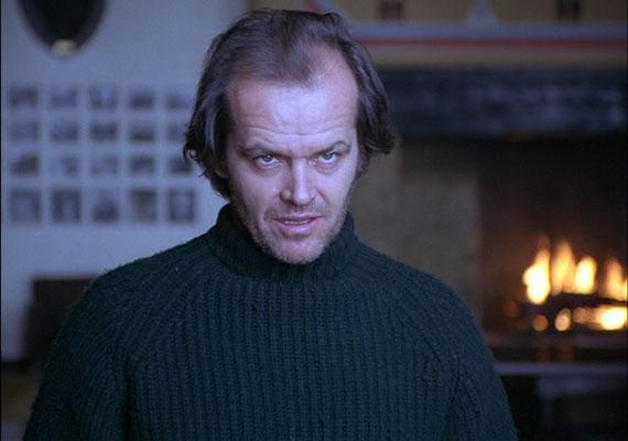 Az 1980-ban készült Ragyogást Stanley Kubrick rendezte Stephen King regényéből, Jack Nicholson főszereplésével. A történet szerint az elszigetelt szállodába érkező család élete szépen, fokozatosan válik rémálommá. A horrofilmrajongókban élénken élnek a film hatásos képkockái: a folyosón szellemet látó kisfiú vagy Nicholson elborult arca.