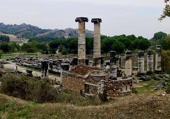Krőzus lűd király 2500 éve, a perzsák megtámadása előtt kért jóslatot Delphoiból. Azt mondták, a háború egy nagy birodalom vesztét okozza majd. De azzal nem számolt, hogy ez az övé lesz.