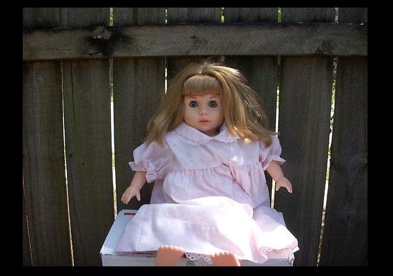 Akinek viszont ez nem elég, választhat a kísértetjárta babák közül is.