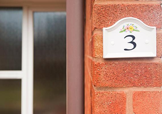 A 3-as számú otthonban mindig, legalábbis legtöbbször vidámság honol. Nagyszerű helyszíne lehet a jókedvű összejöveteleknek. Lakói szeretik az életet és egymást. Ideális otthon családoknak, pároknak, ugyanis az érzelmeket kiteljesítő energiák lakoznak itt.