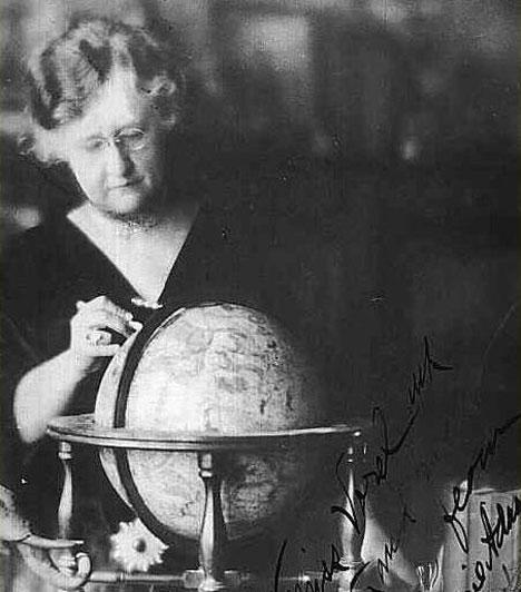 Evangeline Adams  Evangeline Adams (1868 - 1932) az egyik leghíresebb amerikai asztrológus New York-ban élt, és jóslataival tett szert hírnévre, többek között az 1929-es tőzsdekrachra is figyelmeztetett.