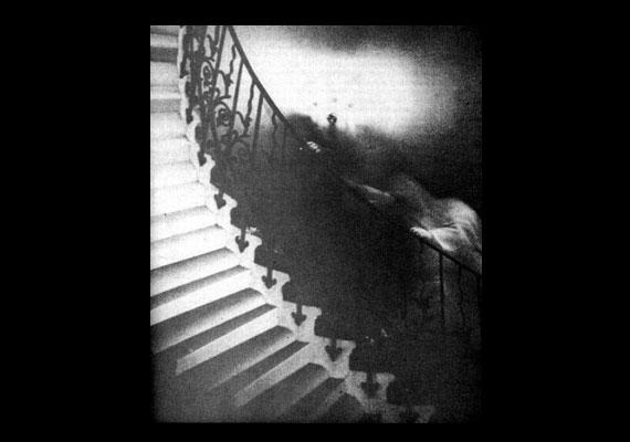Még mindig a briteknél maradva: a greenwichi Tengerészeti Múzeum Queen's House nevű részében készült ez a rejtélyes fotó.