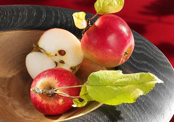 Hámozz meg egy almát úgy, hogy ne szakadjon szét a lefaragott héj, dobd magad mögé, majd figyeld meg a mintát. Ha nem O vagy U alakot ad, igen a válasz.