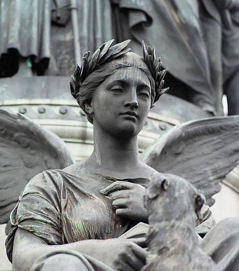 AngyalokBár az angyaloknak nem a kívánságteljesítés az elsődleges feladatuk, ha egy hullámhosszra kerülsz velük, tanácsot kérhetsz tőlük, és segíthetnek abban, hogy elérd a boldogságot.Kapcsolódó cikk:Így hívd az angyalokat! »