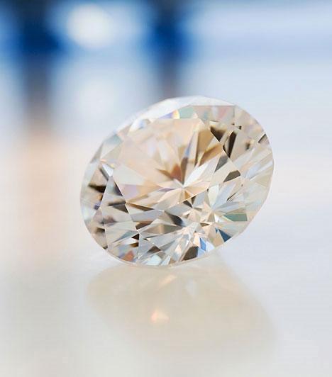 A kristályok ereje  A különféle kristályok más-más szerelmi problémákat orvosolnak, és ha megtaláltad a megfelelőt, biztos lehetsz benne, hogy nem marad hatástalan. Díszíthetik a lakásod, vagy viselheted ékszerként őket!  Kapcsolódó cikk: Az 5 legerősebb szerelemhozó kristály »