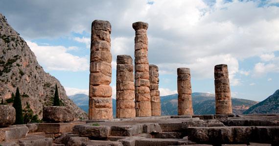 A delphoi Apolló-templom jósnői valószínűleg a földből feltörő gázok hatására kerültek módosult tudatállapotba, ám sokan úgy tartották, itt lehet beszélni az istenekkel.
