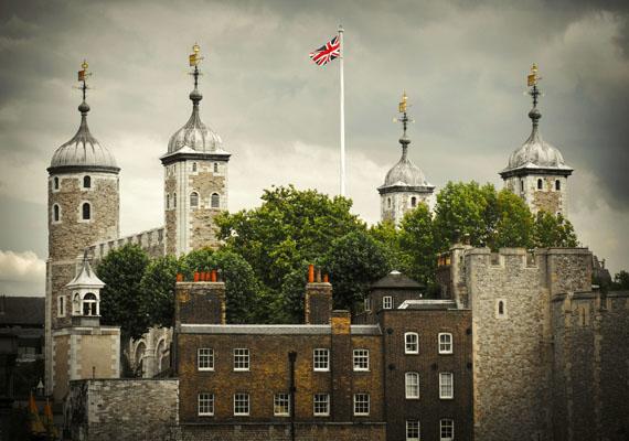 A szintén szellemjárta londoni Tower a maga kilencszáz évével megannyi célt szolgált már a történelem során. Volt királyi rezidencia, kincstár és börtön is. Rengeteg kivégzést hajtottak itt végre, például Boleyn Annáét és VI. Henrikét is.