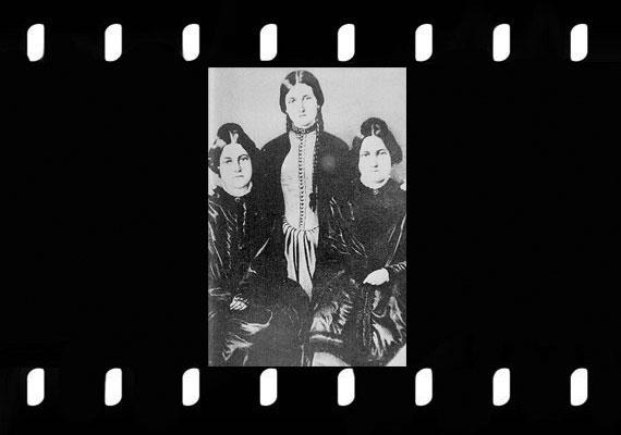 A New York-i Fox-nővérek a 19. század közepének elhíresült médiumai voltak, bár egyikük egyszer csalásnak nevezte a szellemidézéseiket. Később már hiába vonta vissza vallomását.