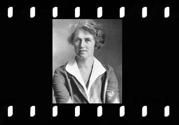 Mina Margery Crandon (1888-1941) népszerű bostoni médium volt, aki elsősorban halott bátyjával kommunikált.