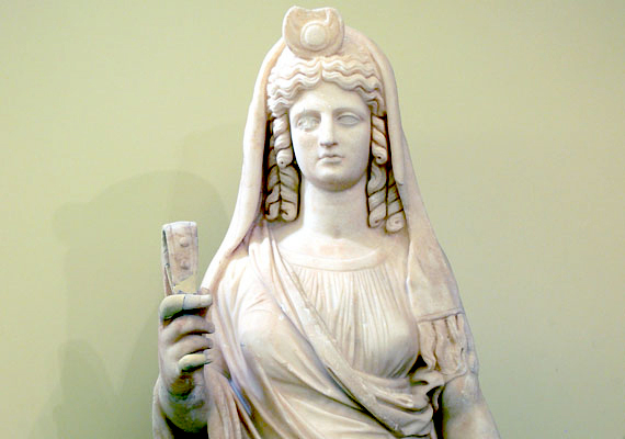 Ha szerdán születtél, Perszephoné hat rád, Zeusz és Déméter lánya. Ő Hádésznak, az alvilág urának a felesége. Perszephoné az alvilág úrnőjeként az odajutott lelkek vezetője, segítője.