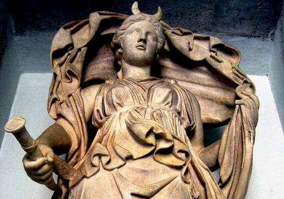 Ha hétfőn születtél Szeléné, a Hold istennője hat rád. Ő a születés, a növekedés és a fejlődés, az otthonteremtés, valamint az alvás és a halál felelőse.