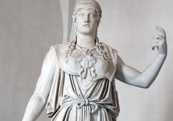 Ha kedden születtél, istennőd Athéné, a tudomány, a mesterségek és a nőies tevékenységek istennője. Ő a városok védelmezője, aki a férfiak között is megállja helyét.