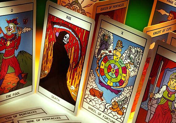 A háromlapos tarot segítségével elsősorban a szerelmi életedre kapsz válaszokat. Nézd meg, hogyan kell kirakni a kártyát, hogy választ kapj kérdéseidre.