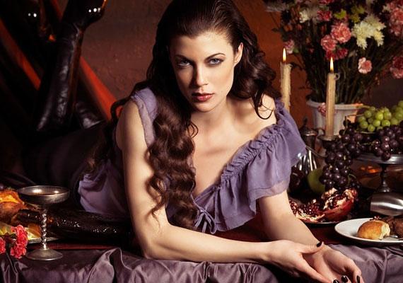 Ha Halak vagy, a romantikus egyberuhák és a hideg pasztellszínek, a kék és lila kiemelik finom nőiességedet.