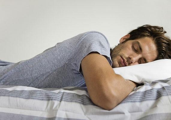 A hason alvók gyakran társaságkedvelő, olykor csipkelődő emberek, akik a lelkük mélyén kissé szorongóak és túlontúl érzékenyek lehetnek, maguk nehezen viselik a kritikát.