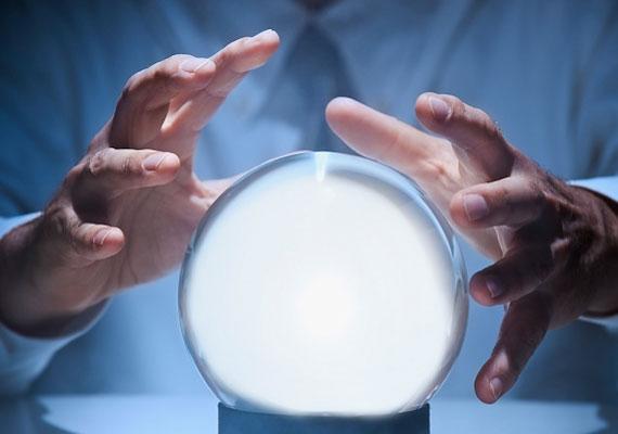 A jövőbelátás képességére eddig szintén nem találtak magyarázatot. Egyes elméletek szerint a külvilágból érkező, tudatalatti információkból áll össze a jóslat.