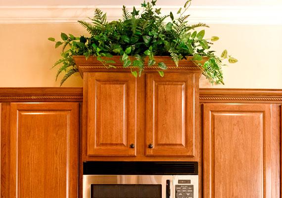 A fa bútorok is tárolják az állott energiákat, rendszeresen mosd le őket hideg vízzel.