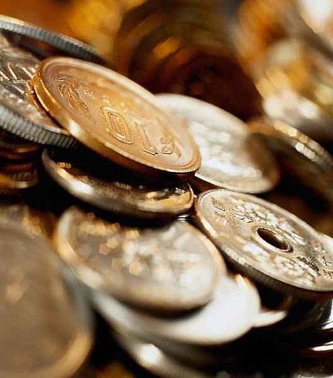 Érmék  Az érméket többféleképpen használhatod a lakásban. Arról, hogy milyen módon, a feng shui ad bővebb magyarázatot. Tarthatsz a gazdagság sarokban pénzérméket piros terítőn, vagy pénzfüzért a bejárati ajtóra lógatva.  Kapcsolódó cikk: Nagy 2011-es kínai pénzhoroszkóp »