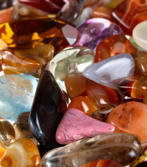 Szerencsehozó kövek  Bizonyos drágakövek is mágikus vonzást gyakorolnak a bevételekre. Az egyik legerősebb ezek közül a zöld színű malachit, amit hordhatsz talizmánként és elhelyezhetsz lakásod gazdagság területén is.