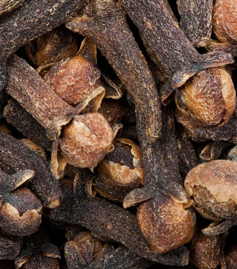 Pénzillatok                         Bizonyos illatokat különösen hatékonynak tartanak a pénzcsalogatás szempontjából - így például a szegfűszeget, a levendulát és a verbénát. Ezekkel füstölő vagy illóolaj formájában illatosíthatod a lakást, de száraz formájukban a növények az amulett részét is képezhetik.