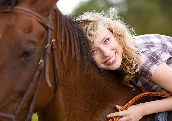 Különleges ajándék lóval álmodni, hiszen gyönyörű állatról van szó - nemcsak ezért jó azonban, hanem azért is, mert pénzbevételt ígér.