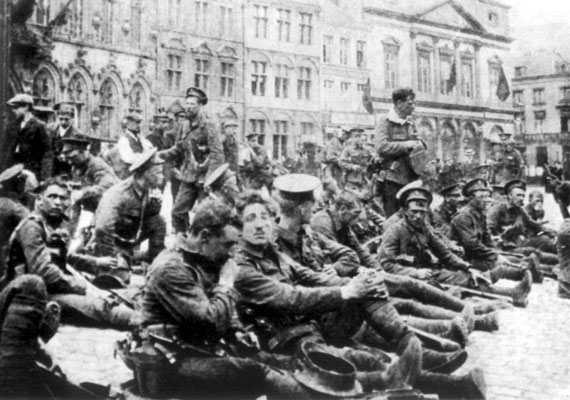 Úgy hírlik, az első és második világháborúban különösen sok angyal látogatta meg a harctereket. Angol katonák a mons-i csata után számoltak be jelenésekről.