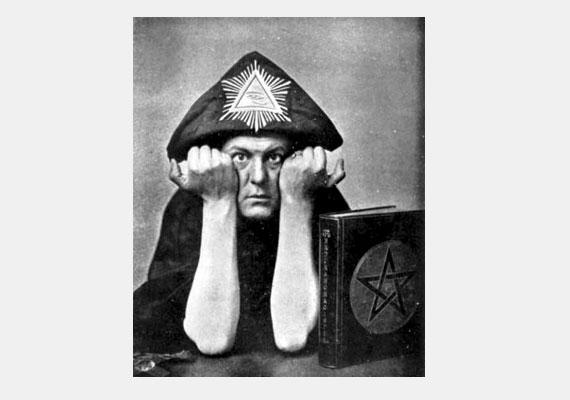 Aleister Crowley a 20. század elejének egyik legismertebb misztikusa, aki saját vallást alapított, és egyes vélemények szerint az ördöggel cimborált.