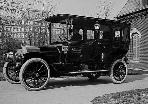 Nikola Tesla nevéhez számos különleges találmány fűződik, az egyik ilyen az 1930-as elektromos autó, melyet speciális villanymotor működtetett. Tesla célja az volt, hogy az áramot úgynevezett szabad energiával helyettesítse, arról azonban, hogy ez mennyire sikerült neki, egymásnak ellentmondó híresztelések keringenek.