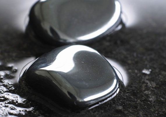 A kövek közül a hematitot használhatod.